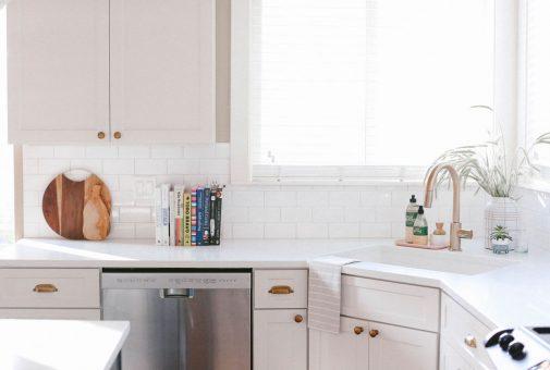 Bright white modern farmhouse kitchen by Portland based Interior Designer, Mandy Riggar Interiors